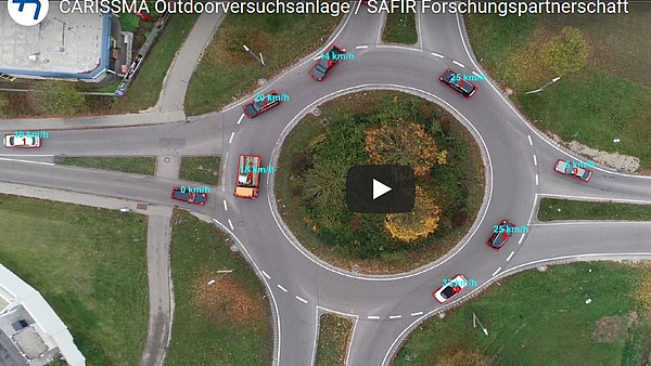 Figure: Start image video - roundabout with several vehicles on it