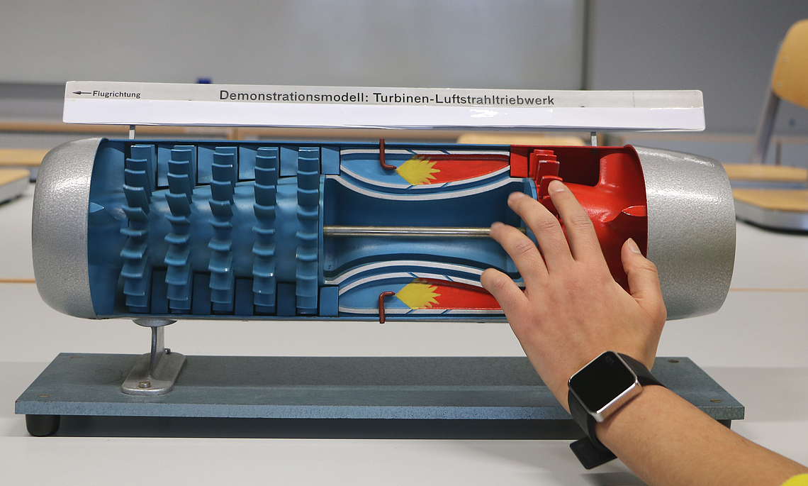 [Translate to English:] Demonstrationsmodell Turbinen-Luftstrahltriebwerk